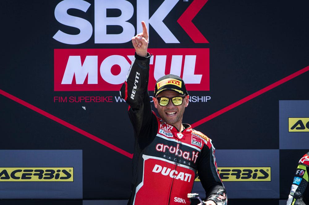 Alvaro Bautista, victoria en la primera carrera y Superpole de la carrera de SBK disputada en el Circuito Angel Nieto de Jerez
