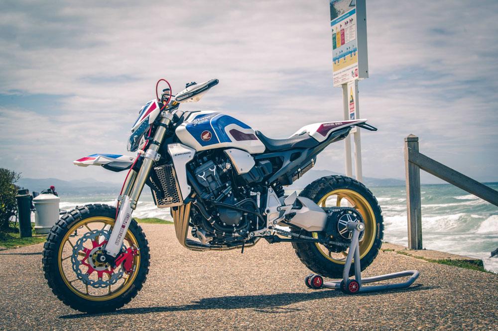 Esta preparación sobre la base de una Honda CB 1000R se presentó en Biarritz (Francia) en el Wheels and Waves