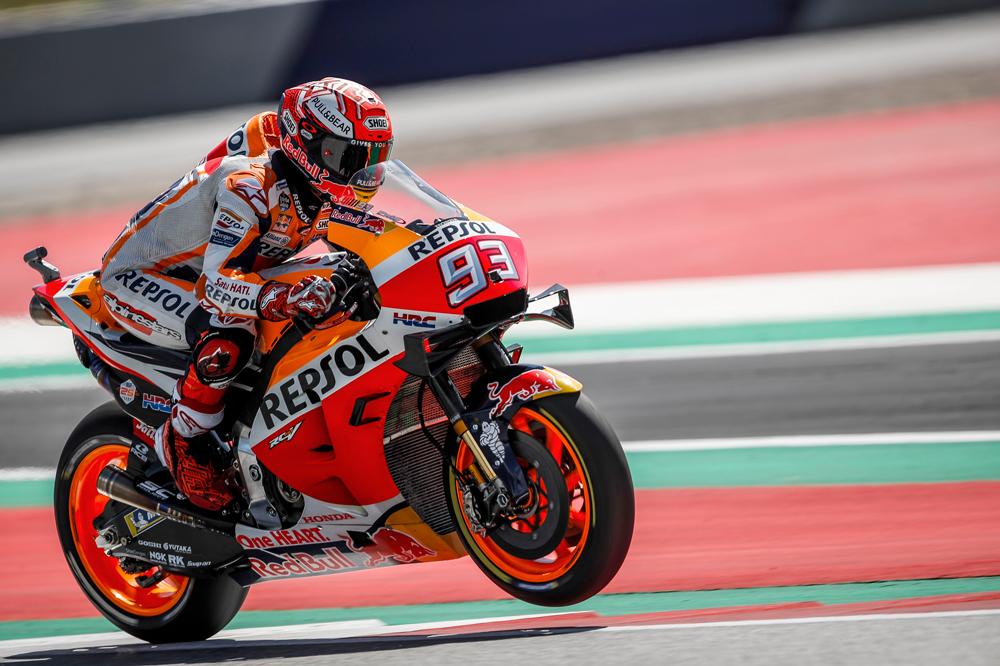 Marc Márquez reconocía al final de la carrera que debería de haber optado por el neumático blando detrás, como Dovizioso