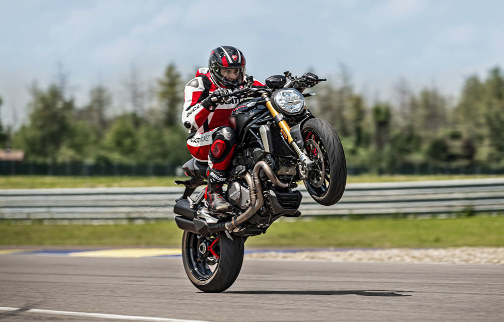Ducati Monster 1200 S Black on Black: Más deportiva