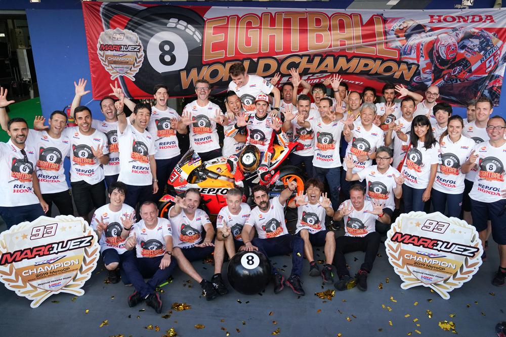 Celebración de Marc Márquez con todo su equipo en el Mundial de MotoGP