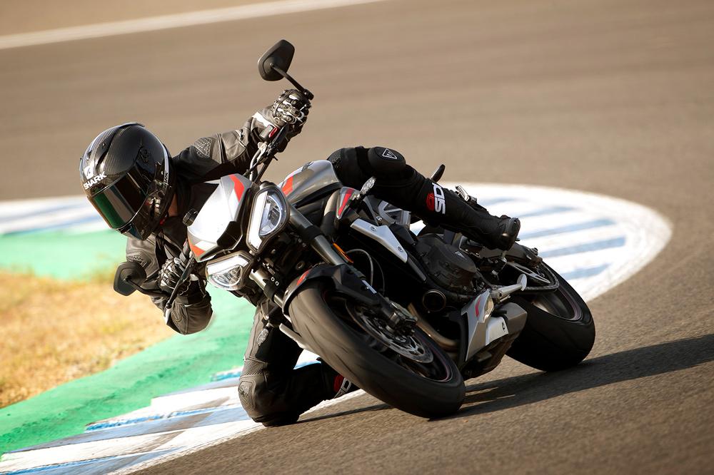 Algunos de los desarrollos del motor del Mundial de Moto2 los encontrarás en esta nueva versión RS de la Triumph Street Triple