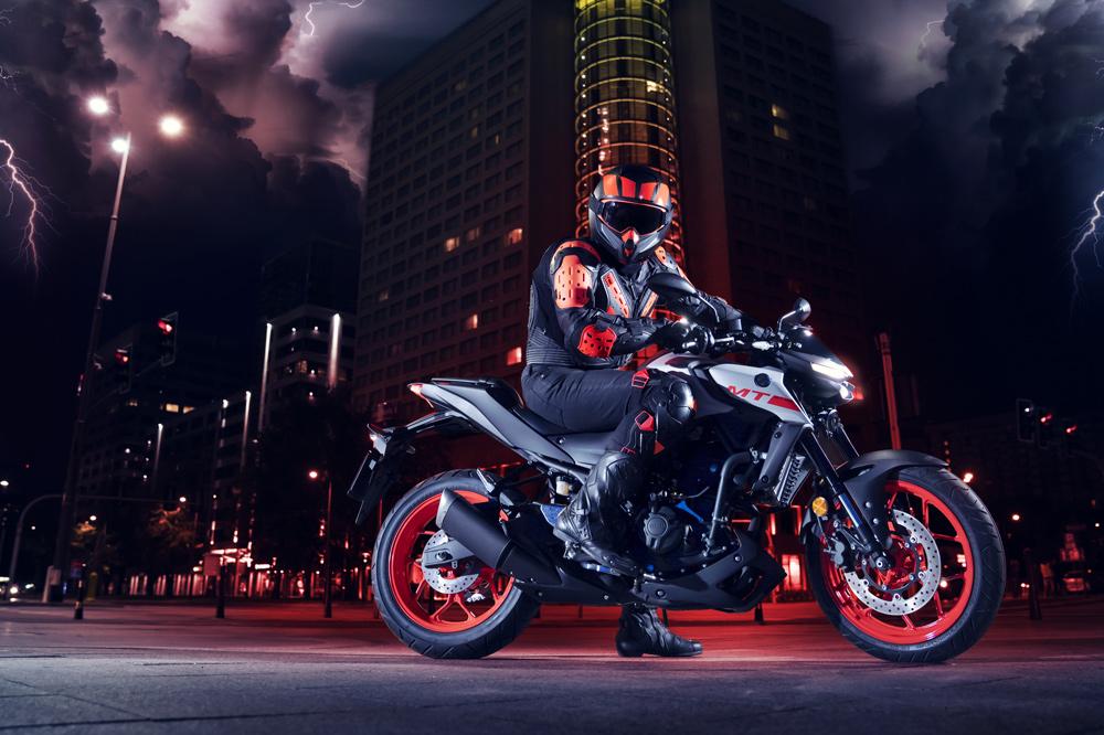 La Yamaha MT 03 estrena horquilla invertida y basculante asimétrico