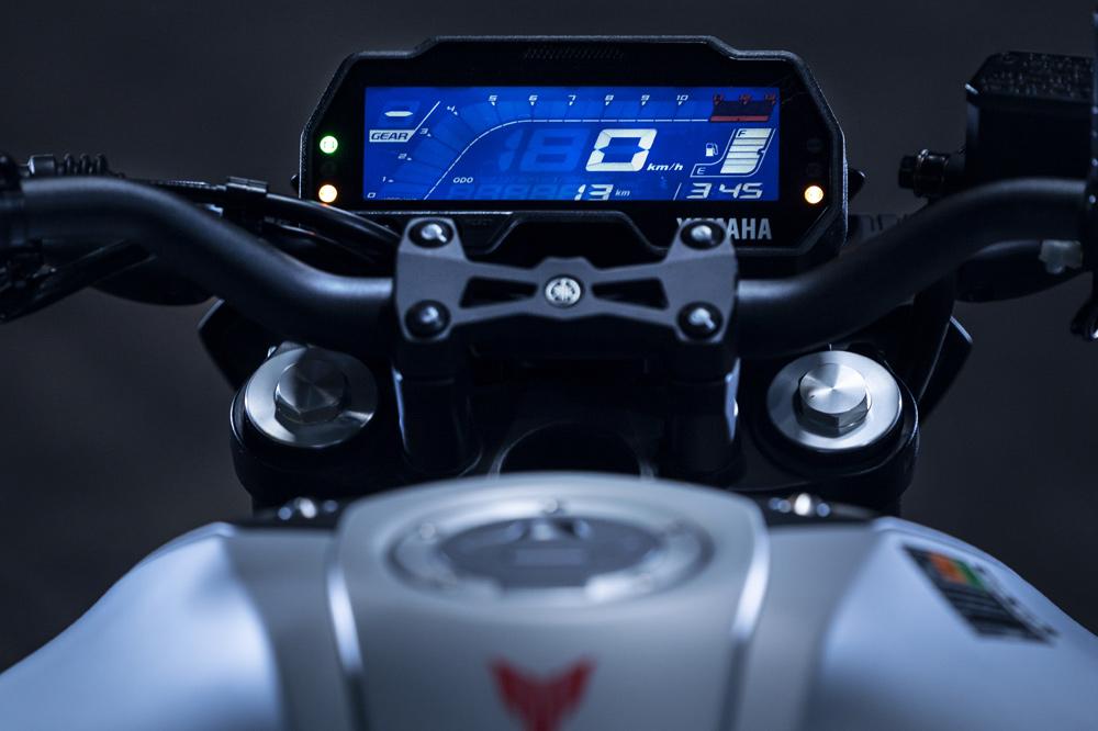 La instrumentación de la Yamaha MT 125 está acorde con la que ofrecen sus rivales