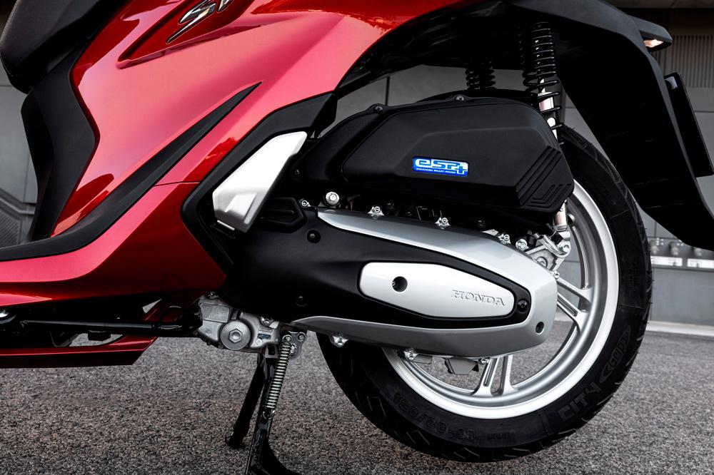 El Honda SH 125 Scoopy 2020 tiene control de tracción para condiciones de baja adherencia