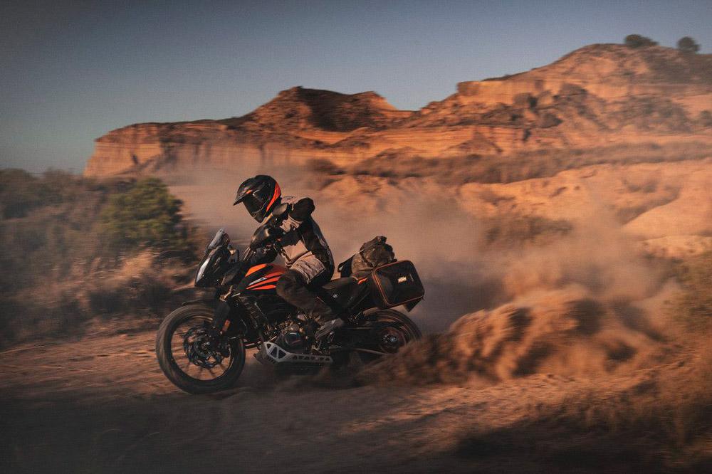 KTM lo ha tenido fácil para transformar la KTM 390 Duke en esta moto trail