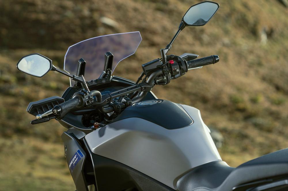 El carenado de la Yamaha Tracer 700 se funde con el depósito del combustible