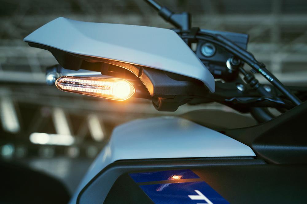 Detalle de los intermitentes de LED de la Yamaha Tracer 700