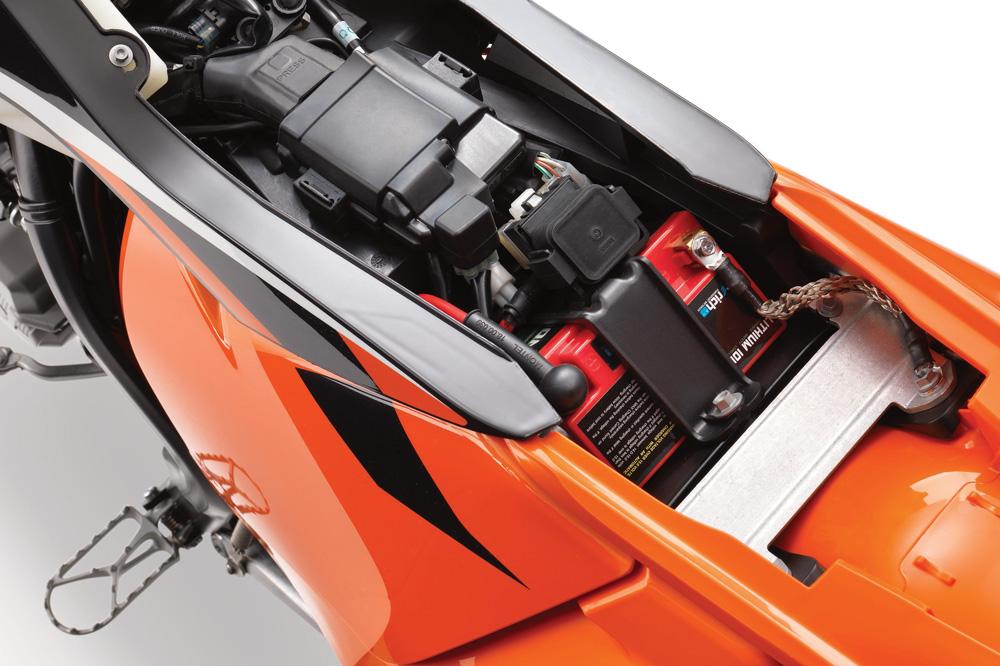 Para almacenar la moto, deja la batería desconectada
