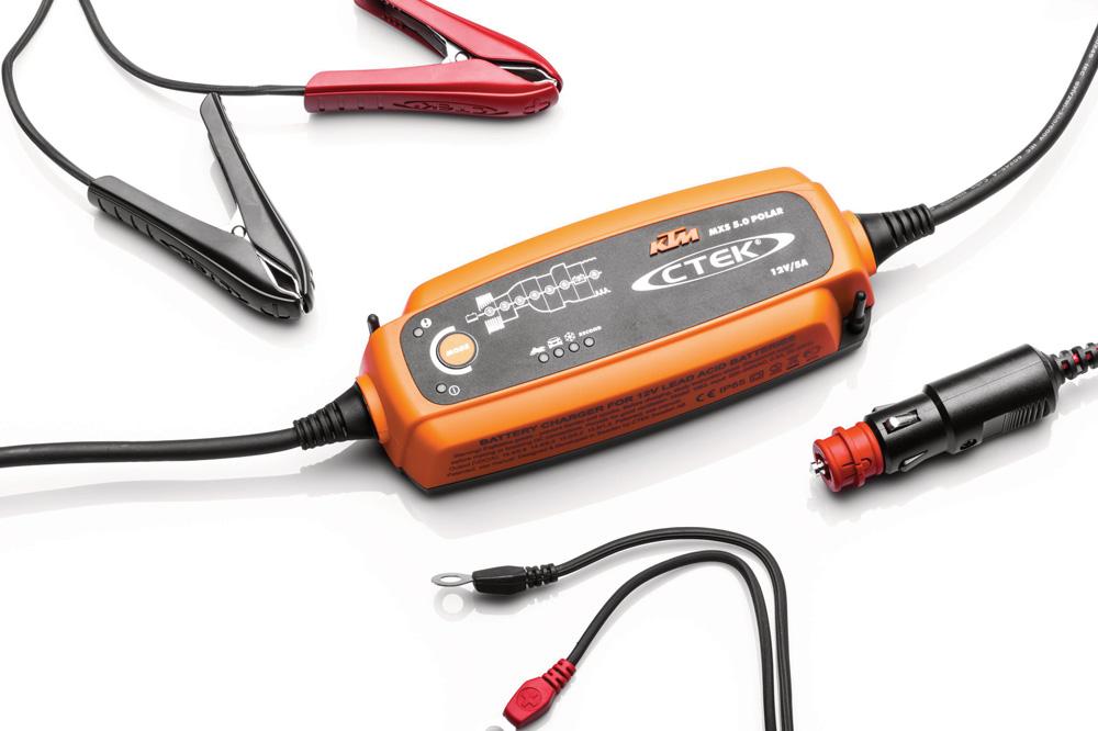 Usa un cargador específico para baterías de moto