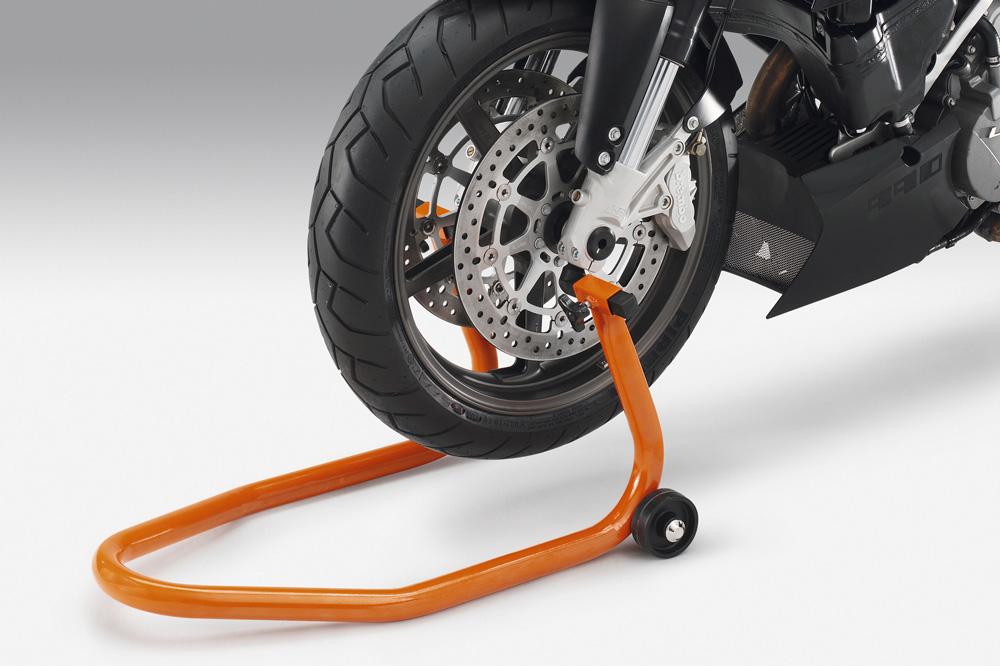 Evita que los neumáticos de la moto apoyen en el suelo durante su almacenamiento