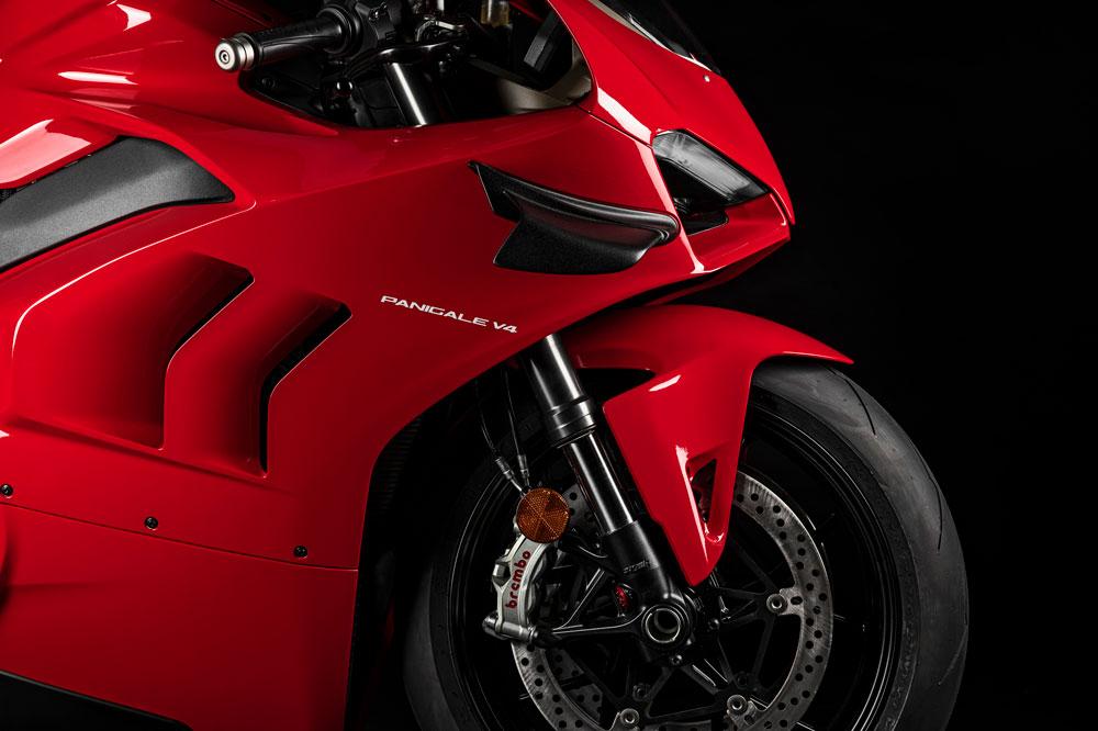La Ducati Panigale V4 adquiere algunos elementos del carenado de la más deportiva Panigale V4R