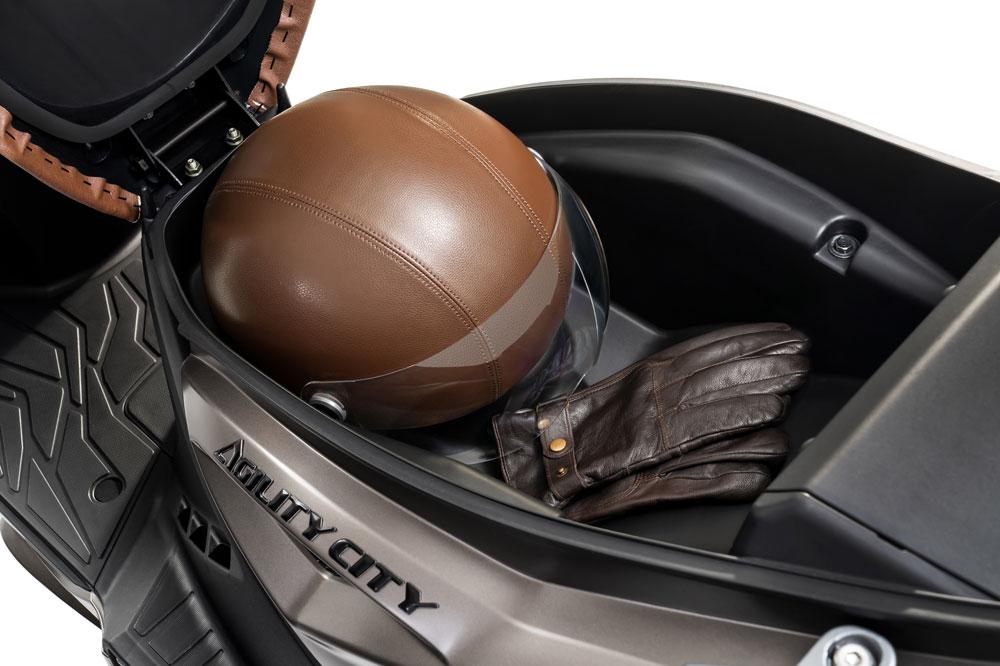Hueco para el casco del KYMCO Agility City 125 2020