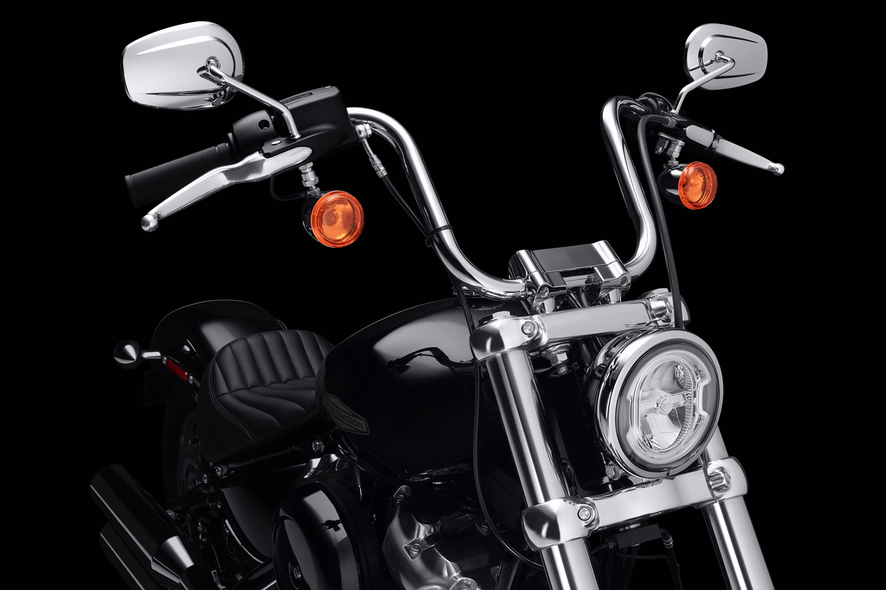 "Manillar tipo ""mini ape"" en la Harley Davidson Softail Standard"