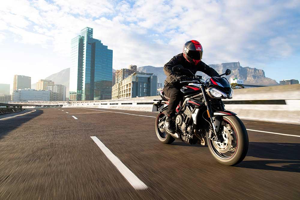 La Triumph Street Triple R 2020 estrena algunos detalles estéticos sin perder sus señas de identidad