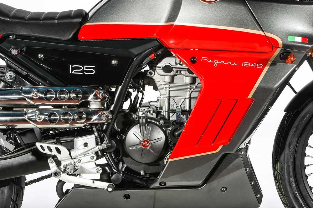 El motor de la FB Mondial Pagani 125 es un Piaggio refrigerado por agua