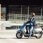 Barcelona prohibe el aparcamiento de las motos en las aceras