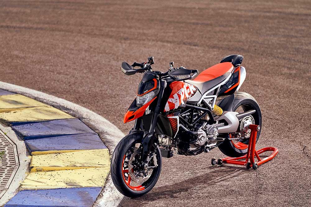 La decoración de la Ducati Hypermotard RVE se denomina Graffiti y está inspirada en el arte callejero