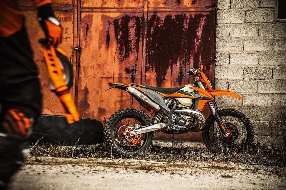 La gama de motos de enduro 2021 de KTM ofrece también un completo catálogo de accesorios