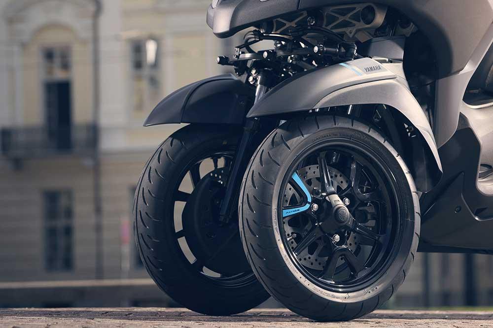 El Yamaha Tricity 300 tiene un sistema que bloquea la suspensión en parado