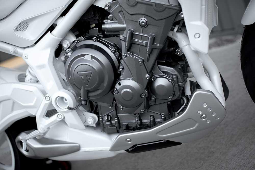 Como en sus anteriore ediciones, la Triumph Trident tendrá un motor de tres cilindros