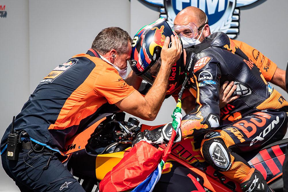 Brad Binder quiso agradecer a todo el equipo el desarrollo de la KTM RC-16