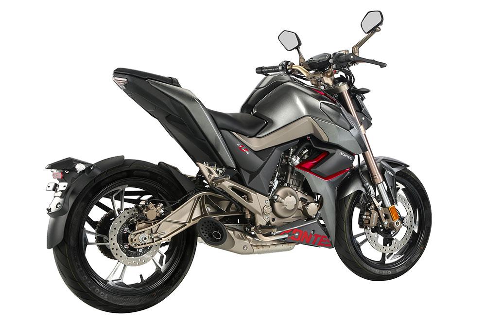 El diseño de la Zontes U 125 está muy cuidado y sigue las líneas de las actuales motos naked deportivas con la parte trasera muy aligerada