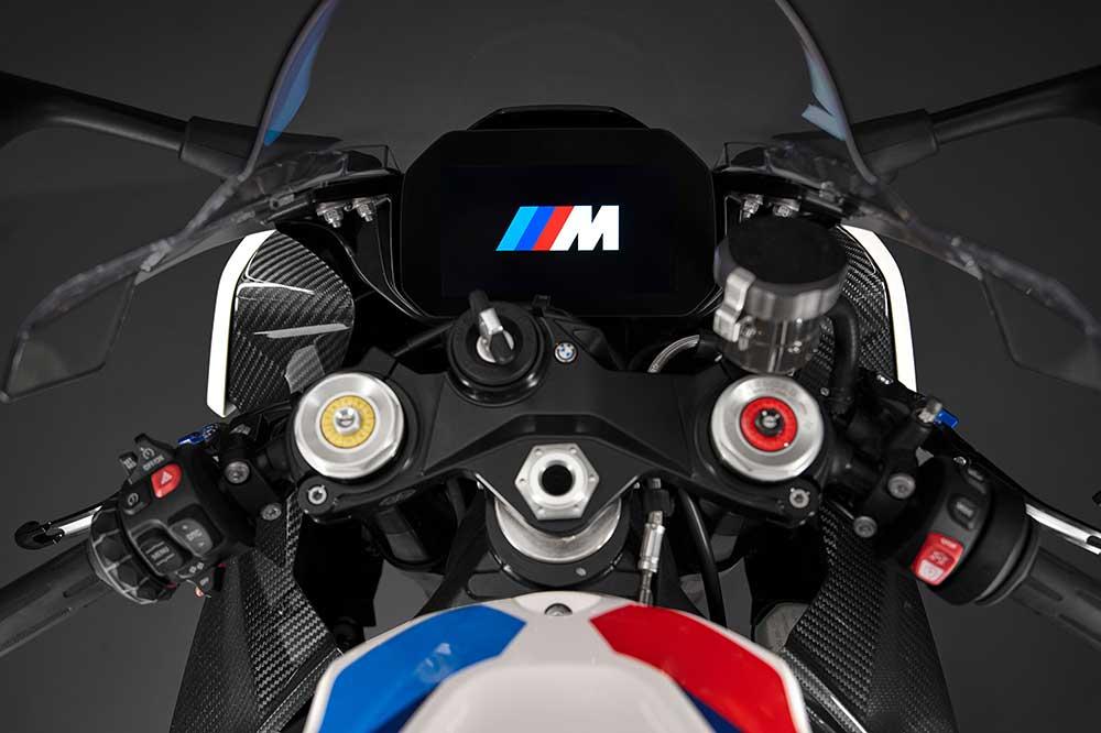 El cuadro de instrumentos está pensado para sacar el máximo partido a la BMW M 1000 RR