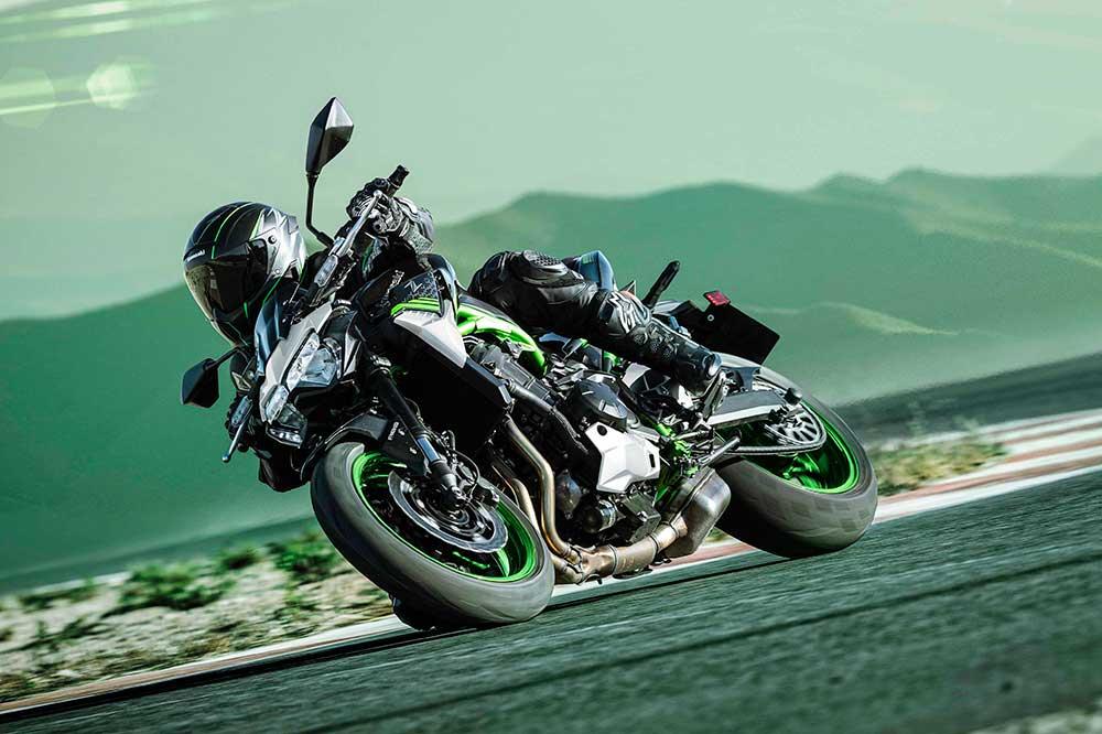 La Kawasaki Z900 2021 la encontrarás en cuatro combinaciones de colores