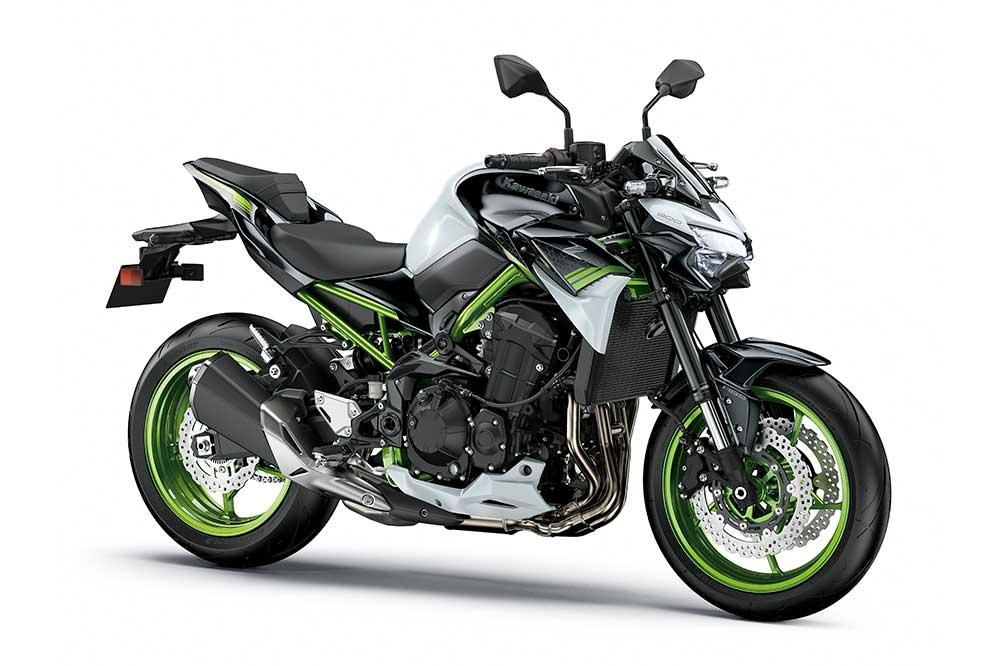 La Kawasaki Z900 2021 tiene un cuadro de instrumentos completamente digital y faros completamente de LED