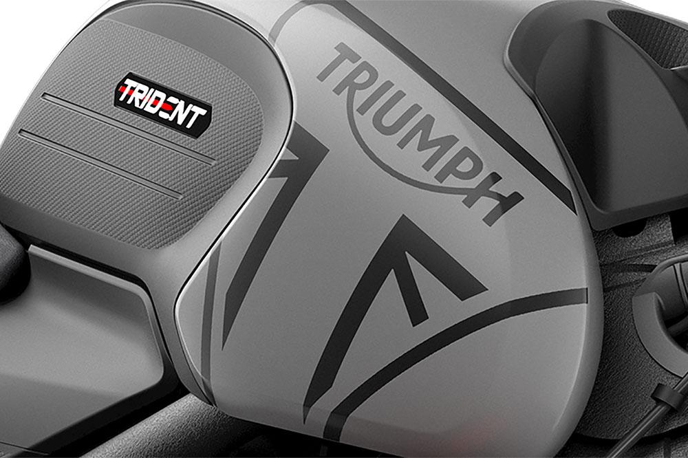 Detalle del depósito de la Triumph Trident 2021