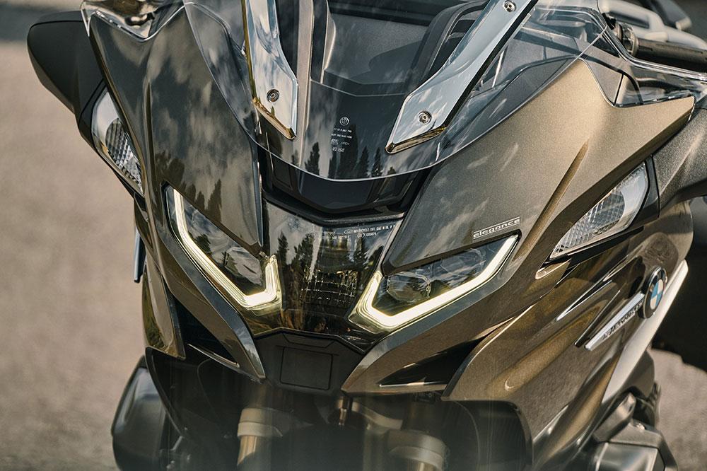 Los faros de LED y el frontal de la BMW R 1250 RT son ahora más atractivos y deportivos