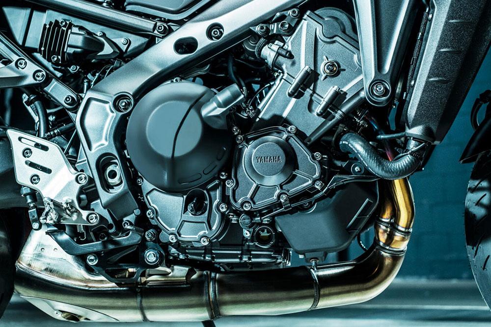El nuevo motor de la Yamaha MT 09 sube de cilindrada y mejora las cifras de potencia y de par.