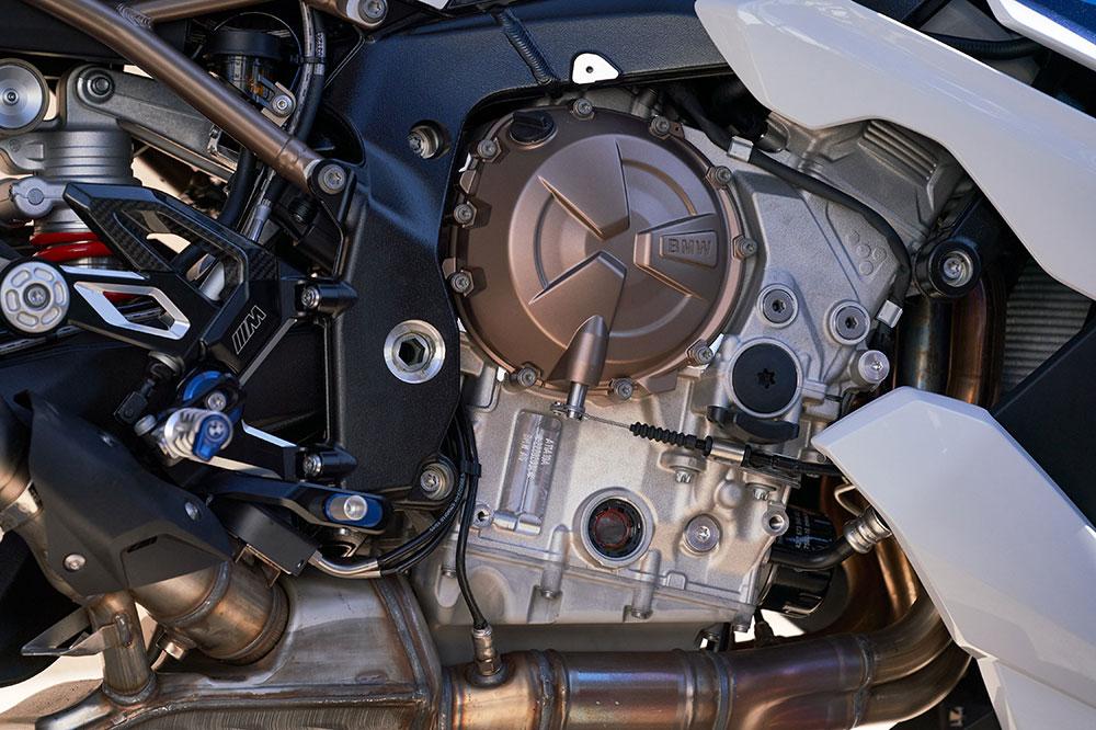 El motor de la BMW S 1000 R reduce sus emisiones y sonidos mecánicos. La curva de potencia es más lineal