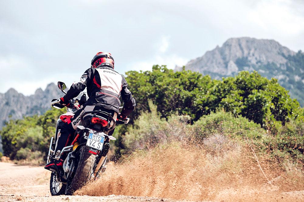 Los radares delanteros y traseros de la Ducati Multistrada V4 serán un gran apoyo en nuestra seguridad