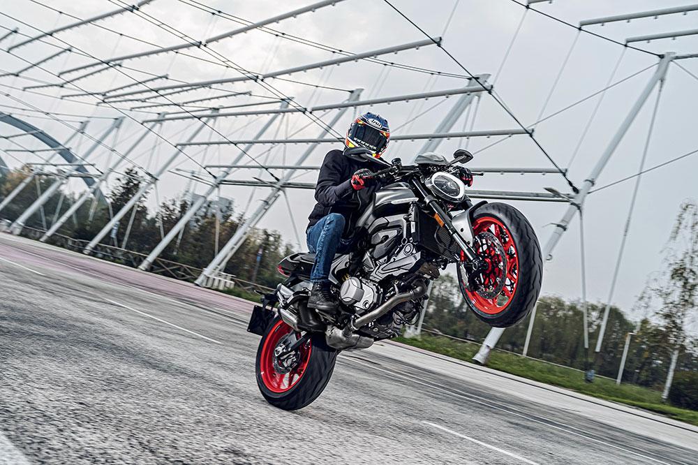 La nueva Ducati Monster tendrá dos versiones, estándar y Plus, algo más deportiva