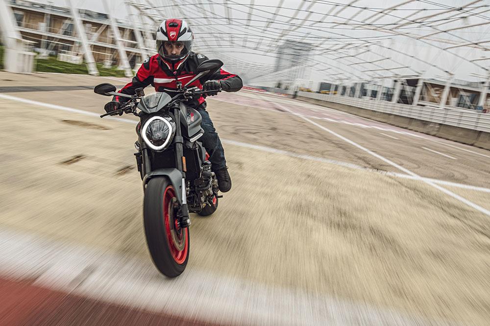 Ducati quiere que su Monster sea una moto polivalente, para el día a día y para la carretera