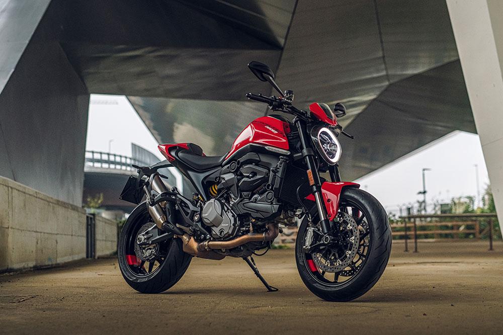 A pesar que es una moto completamente diferente en resultado final es muy Monster