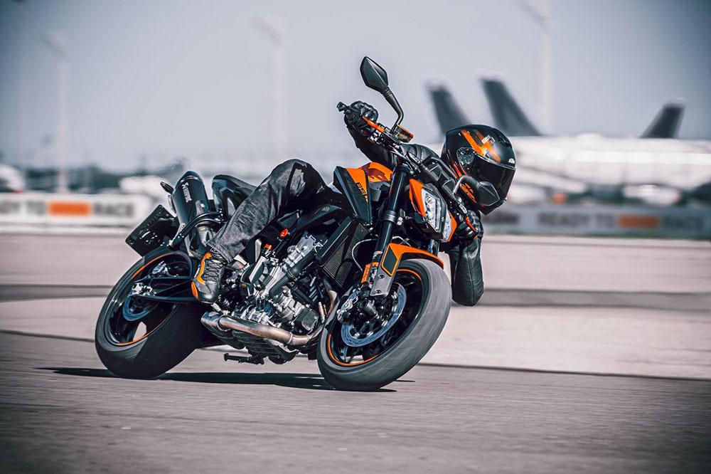 La KTM 890 es tu moto si lo que buscas es una moto muy eficaz en carreteras de curvas con tres modos de conducción