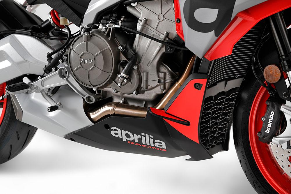 El motor de la Aprilia Tuono 660 es de dos cilindros en línea y 100 cv. Aunque tienes una versión limitada para el A2