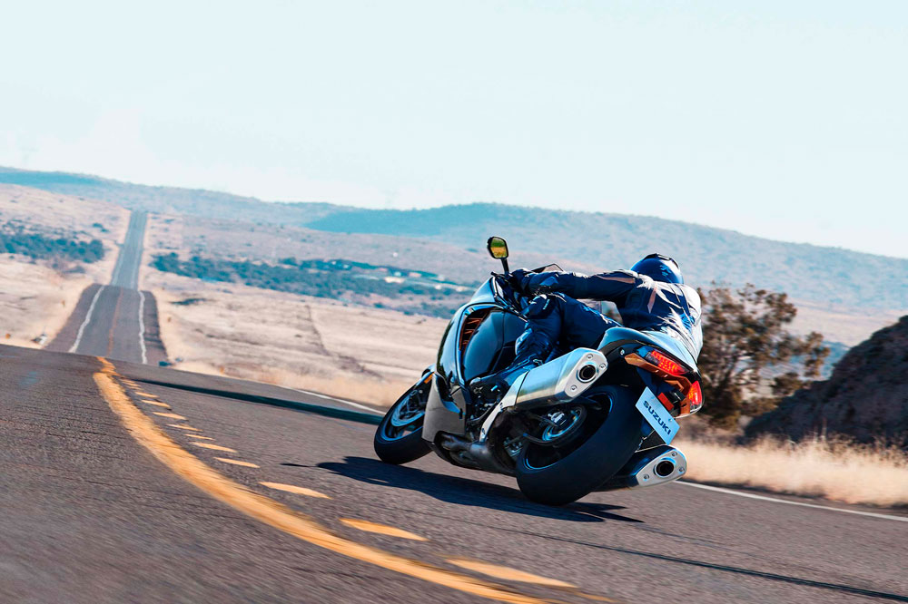 Una moto de 300 km/h no tiene más lógica que el placer de tener una de las motos más veloces del mercado