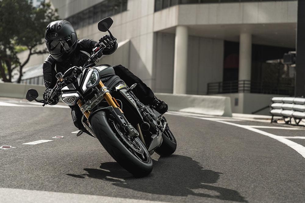 Triumph ha renovado por completo su Speed Triple 1200 con un motor que hereda la tecnología del Mundial de Moto2