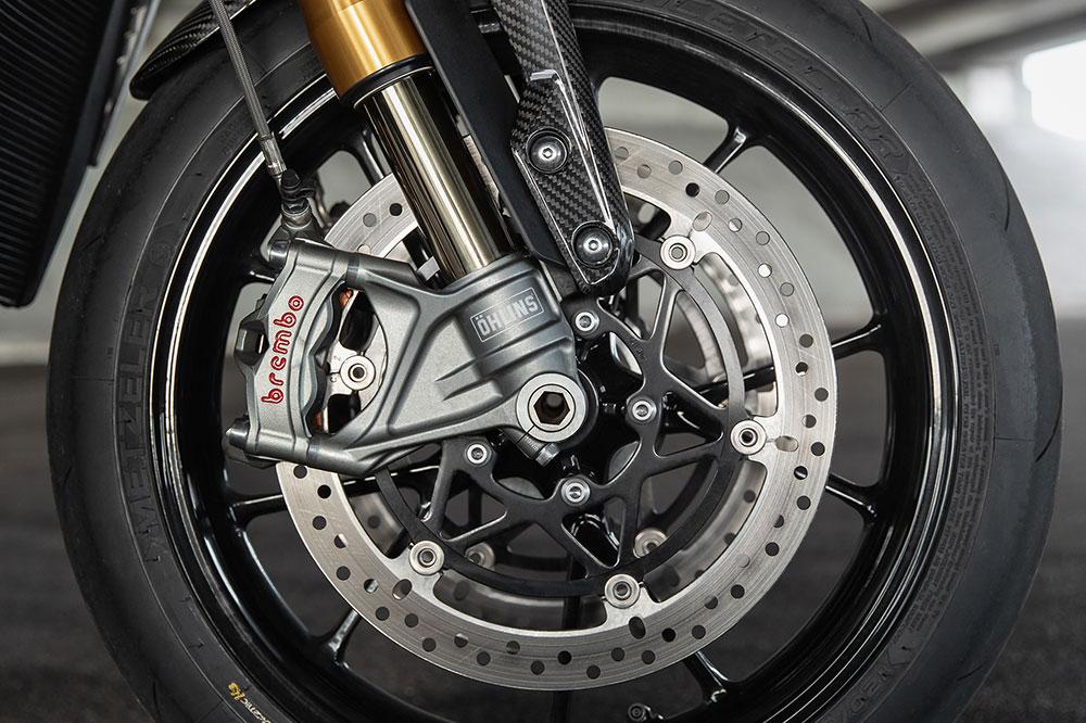 Los elementos Brembo en discos, bomba y pinzas son otra de las grandes bazas de la Speed Triple