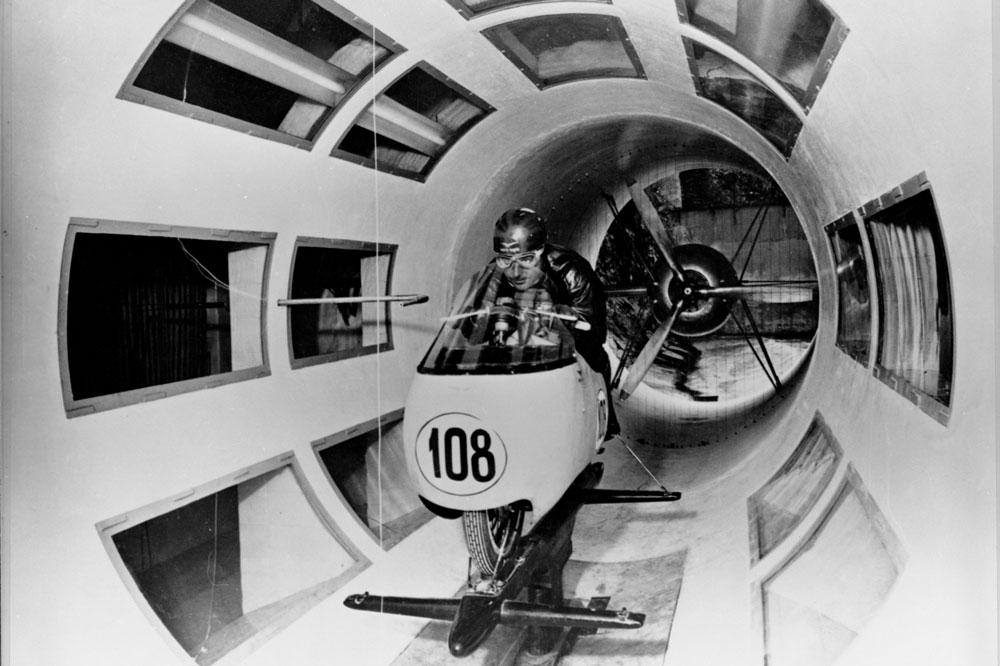 Ya en 1955 Moto Guzzi probaba sus motos en la Galería del Viento