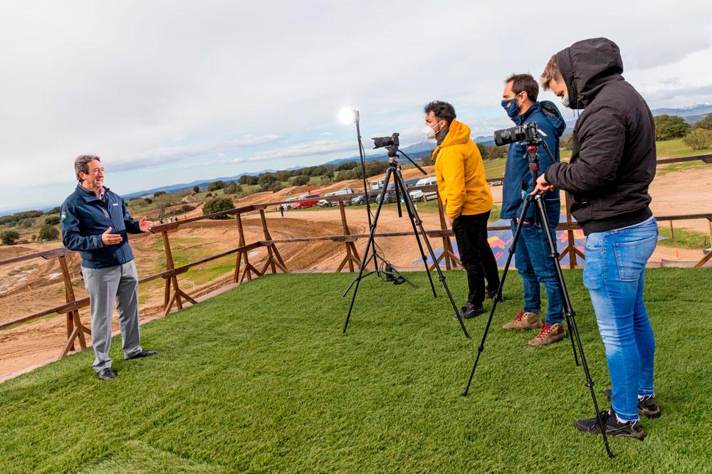 El presidente de la RFME, Manuel Casado, durante la presentación de las retransmisiones en directo de las carreras del Campeonato de España de Motocross