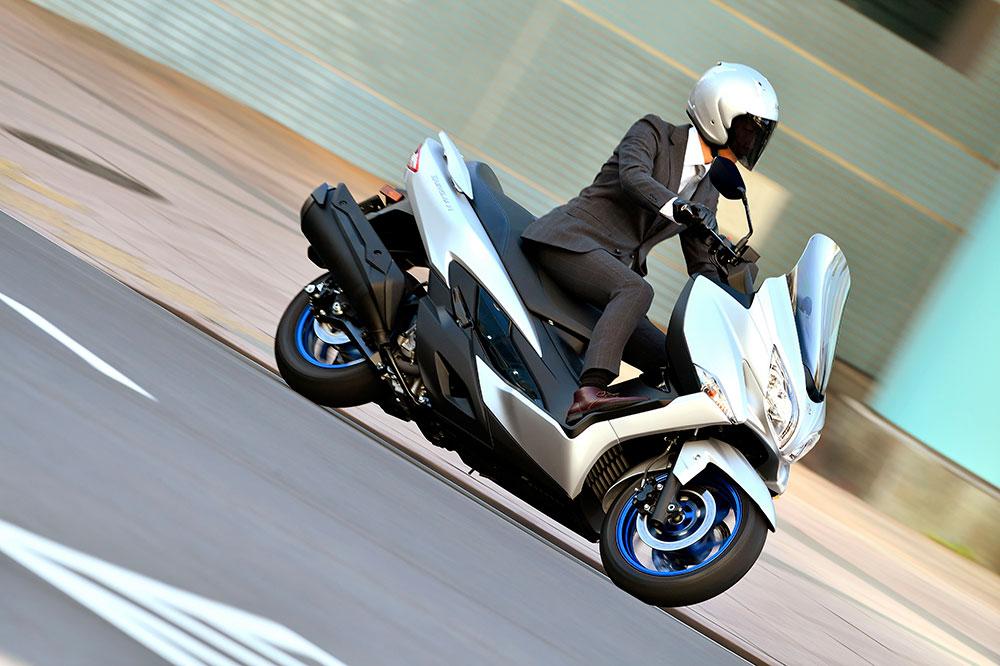 Suzuki ha tenido que hacer las mejoras necesarias en el motor del Burgman 400 para hacerlo más eficiente, menos contaminante y superar la homologación Euro 5