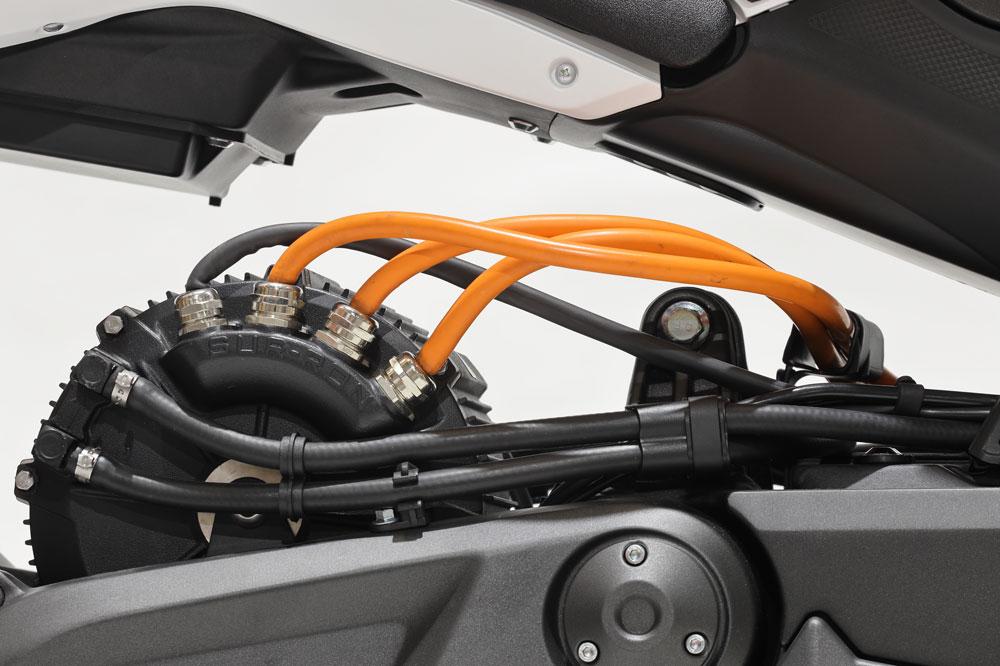 El motor de la Voge ER-10 es trifásico y está refrigerado por agua