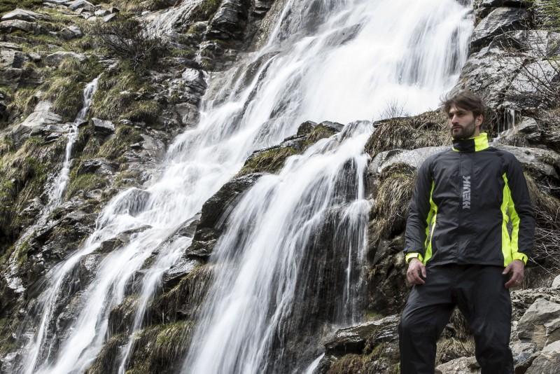 Trajes y equipamiento para protegerse de la lluvia de Hevik