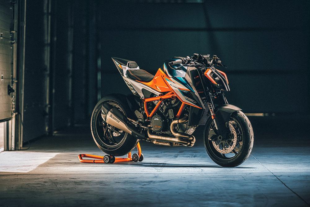 La KTM 1290 Super Duke RR lleva toda la electrónica que te puedas imaginar en una moto naked deportiva