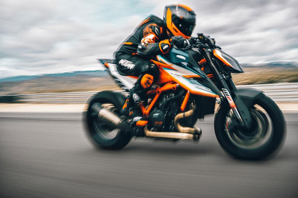 Elementos de fibra de carbono y una decoración especial para esta moto que estará disponible sólo para unos pocos privilegiados en toda Europa